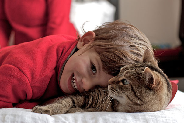 kids-with-cats-39__605