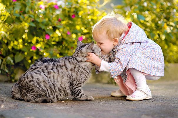 kids-with-cats-81__605